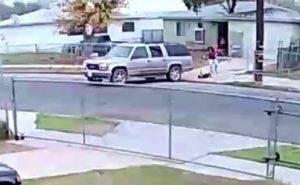 il video choc zio investe nipote di 23 mesi e scappa