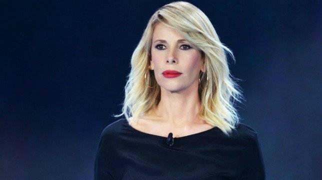 """Isola dei Famosi, un naufrago accusa la Marcuzzi e la produzione: """"Facciamola finita qui"""""""