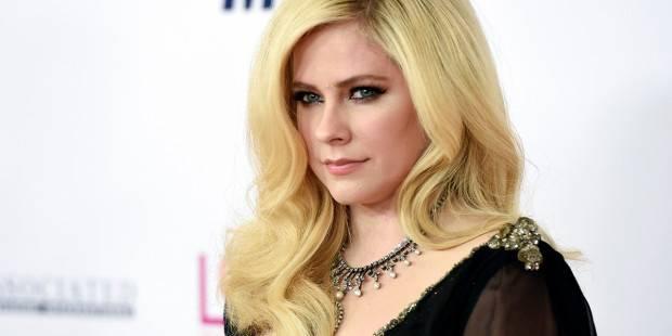 """Avril Lavigne: """"Non sono morta ma ho accettato la morte"""". La Lyme ti porta a questo"""