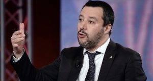 """Sea Watch e immigrati, Matteo Salvini: """"Possiamo aiutare ma i porti restano chiusi"""""""