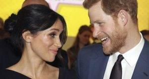 """Meghan Markle si ribella alla Regina Elisabetta: """"Ho aperto un account falso su Instagram"""""""