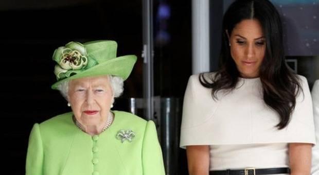 """La Regina Elisabetta prepara il piano di divorzio: """"Meghan è un cancro da estirpare subito"""""""