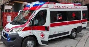 Dramma a Vicenza, donna getta a terra il neonato e tenta il suicidio