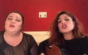 cantano Bohemian Rhapsody dei queen in napoletano
