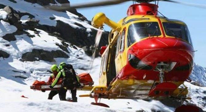 Ennesimo incidente mortale in montagna: scivola sulla lastra di ghiaccio e cade nel vuoto
