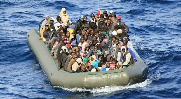 Migranti in gommone, ennesima strage nel mare: solo 3 salvi