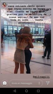 """Belen Rodriguez, in lacrime all'aeroporto: """"Ti amo con tutta la mia anima"""""""