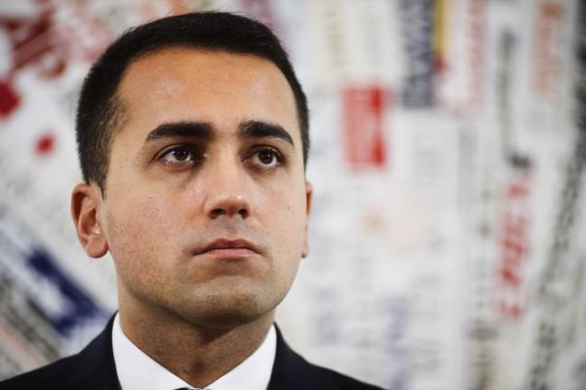 """Reddito di Cittadinanza, Luigi Di Maio contestato a Pomigliano: """"Vogliamo fatti non parole"""""""