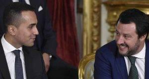 """Matteo Salvini salvato da Rousseau, base M5S insorge: """"Ci avete distrutto e venduto"""""""