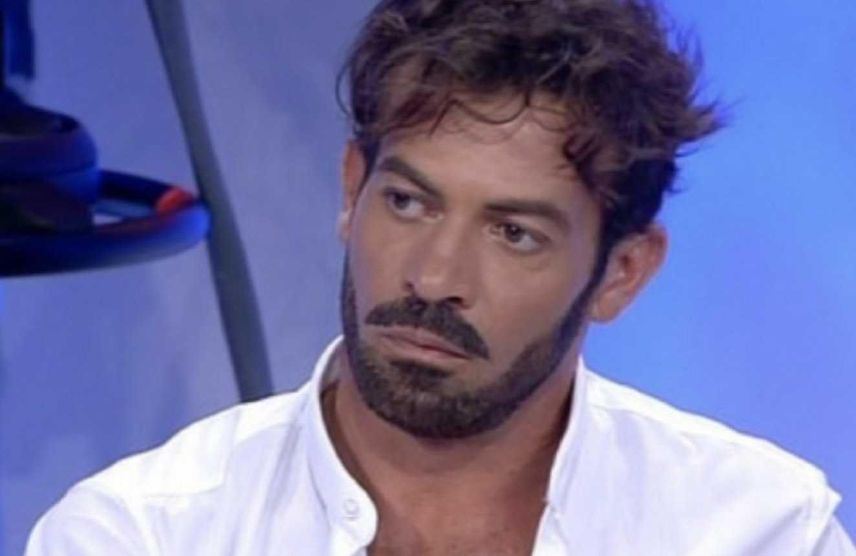 """Gianni Sperti è di nuovo innamorato: """"Ti travolge inevitabilmente"""""""