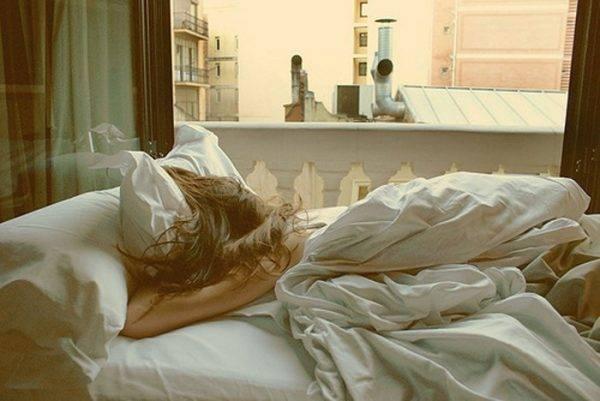 Quando cambiare le lenzuola: rischi e malattie nel dormire in un letto sporco