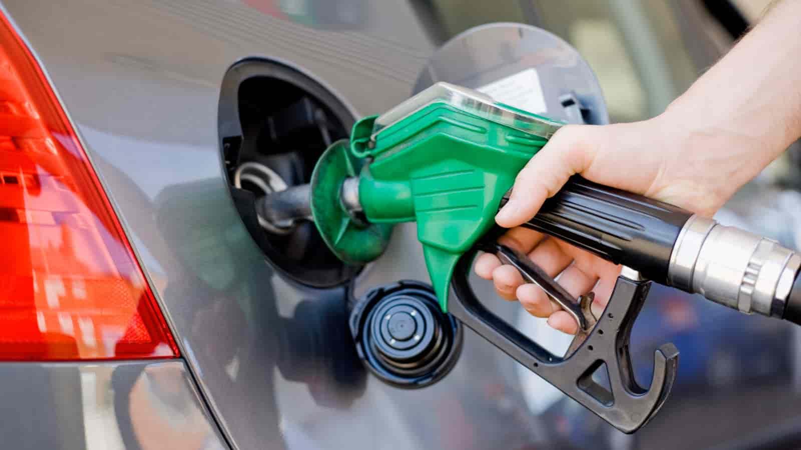 Carburante auto, nuovi aumenti sul prezzo della benzina