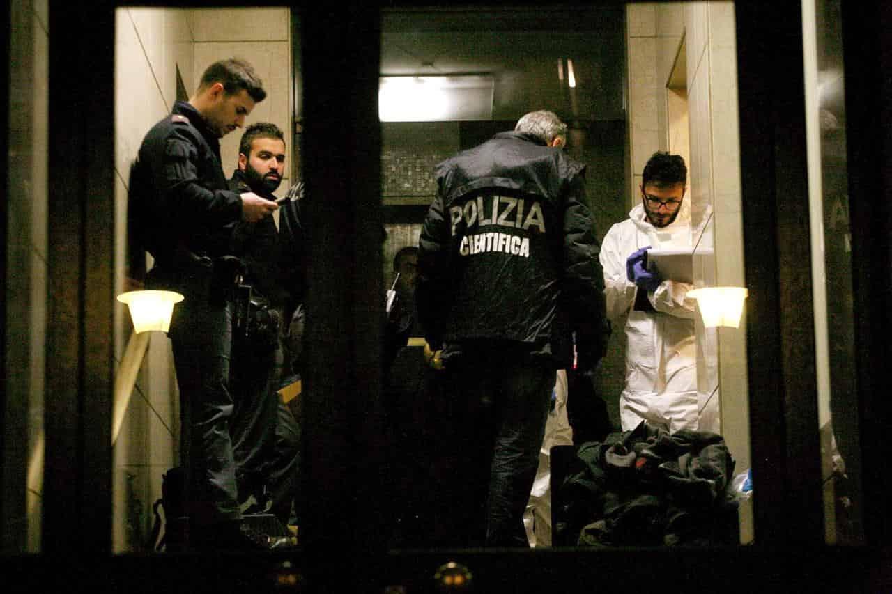 """Donna uccisa a Milano, il compagno in Questura. La Polizia: """"L'avevamo salvata due volte"""""""