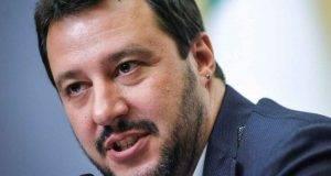 """Matteo Salvini, il gip conferma: """"Sputare sul suo manifesto non è reato"""""""