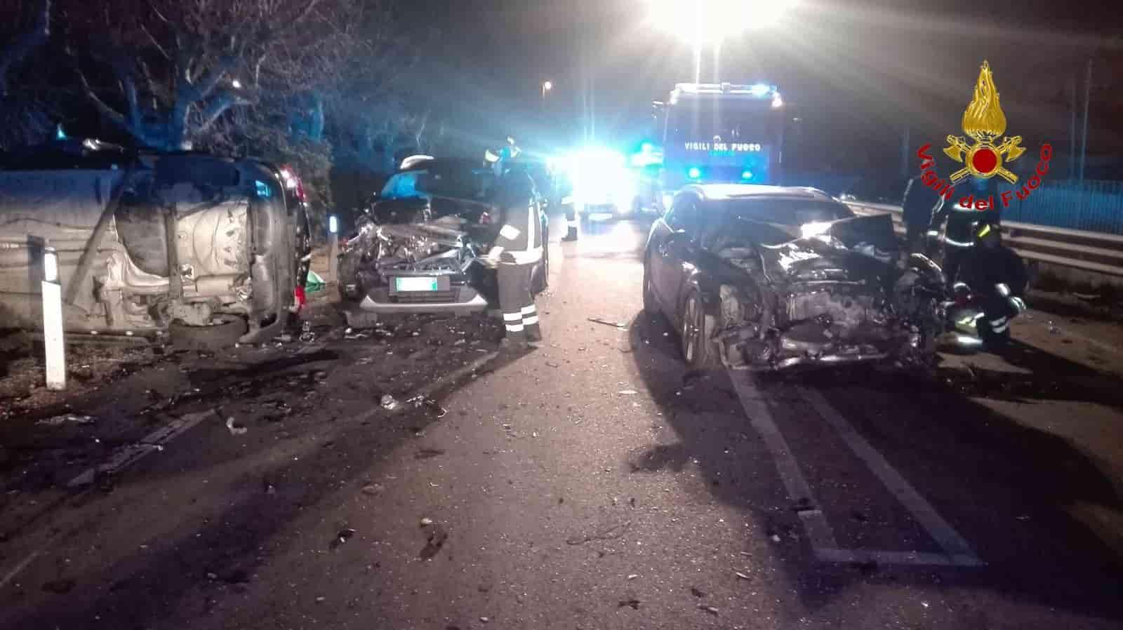 Porto Recanati, drammatico frontale nella notte: muoiono mamma e papà, figli piccoli feriti
