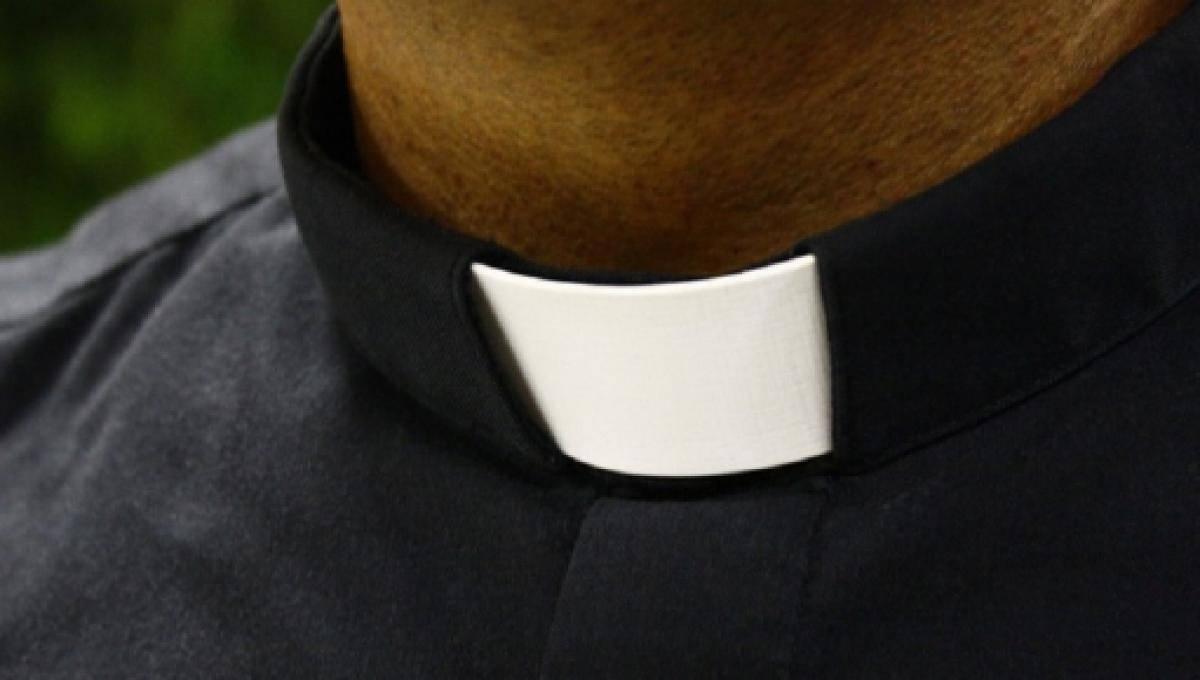 Lecce, prete abusa di un bambino: rivelata la conversazione scioccante