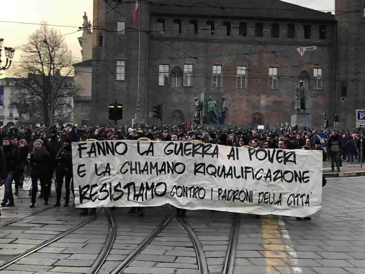 Torino, anarchici in corteo
