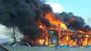 Bus in fiamme