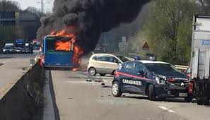 Bus in fiamme