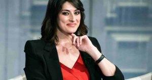 Elisa Isoardi mostra il pancione: un settimanale rivela a sua gravidanza - Foto