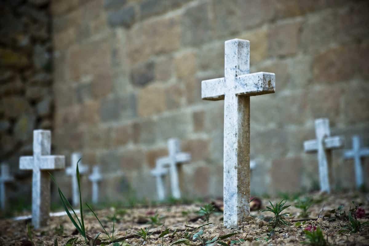 Bologna, resta in obitorio dopo la morte