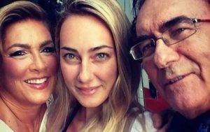 Romina Power e Al Bano, la figlia Cristel Carrisi gli dà il latte davanti a tutti