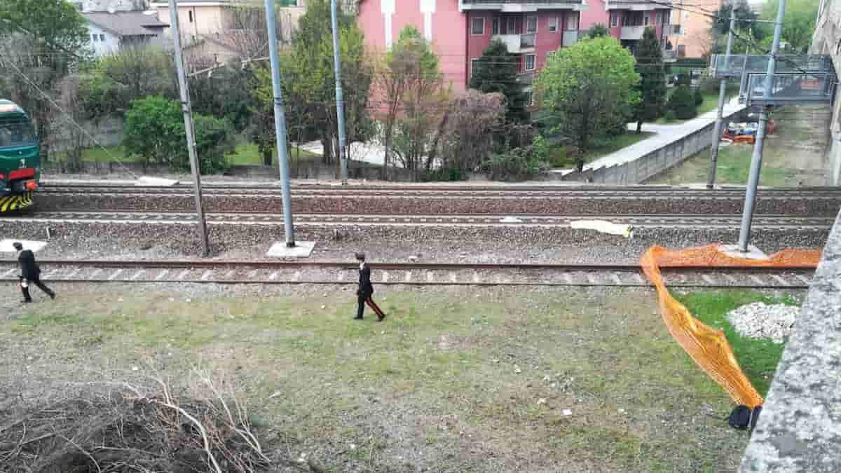 Milano, ragazzo decapitato dal treno