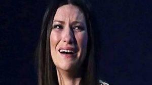 Laura Pausini piange