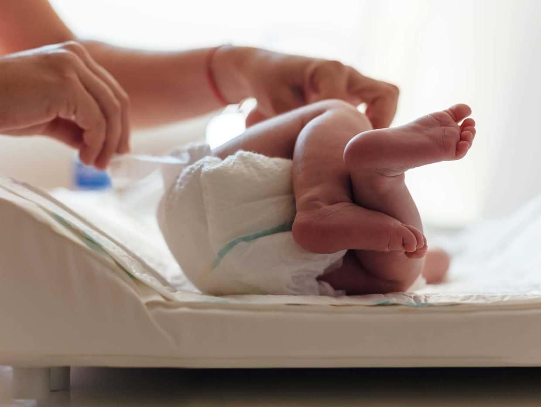 Rosolina, neonato abbandonato al cimitero un'ora dopo la nascita