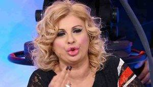 Tina Cipollari e lo schiaffo a Gianni Sperti dopo la lite con Gemma