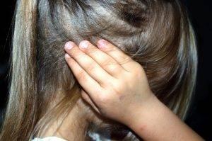 Bimba vittima di autismo