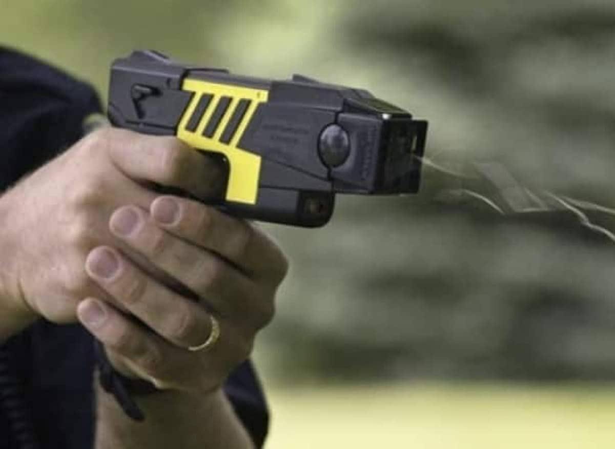 Matteo Salvini Pistola Elettrica