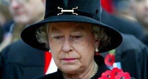 """La Regina Elisabetta nei guai, infrange il protocollo: """"Non avrebbe dovuto farlo"""""""