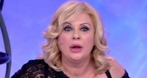 Tina Cipollari costretta ad indossare la parrucca, il motivo svelato ad Uomini e donne