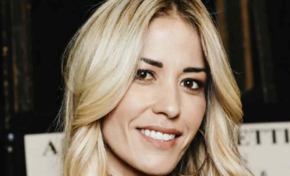 Elena Santarelli in clinica per intervenire sul viso
