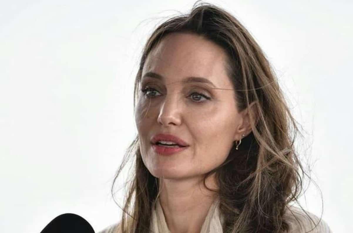 la Jolie non ha superato il brutto momento con Brad Pitt