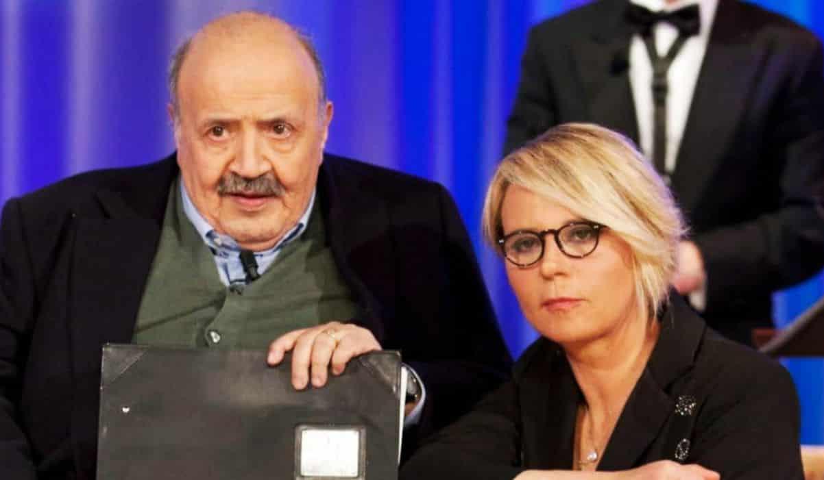 Maurizio Costanzo beccato senza veli in piscina