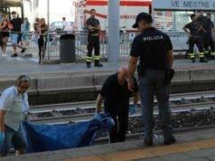 Ragazzo di 19 anni si butta sotto un treno