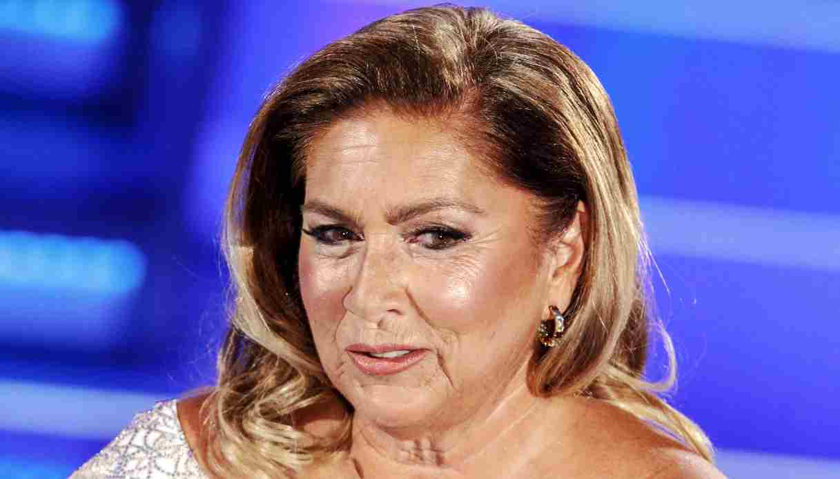 Romina Power slip striminzito in primo piano