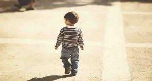 Bimbo di 4 anni vaga da solo