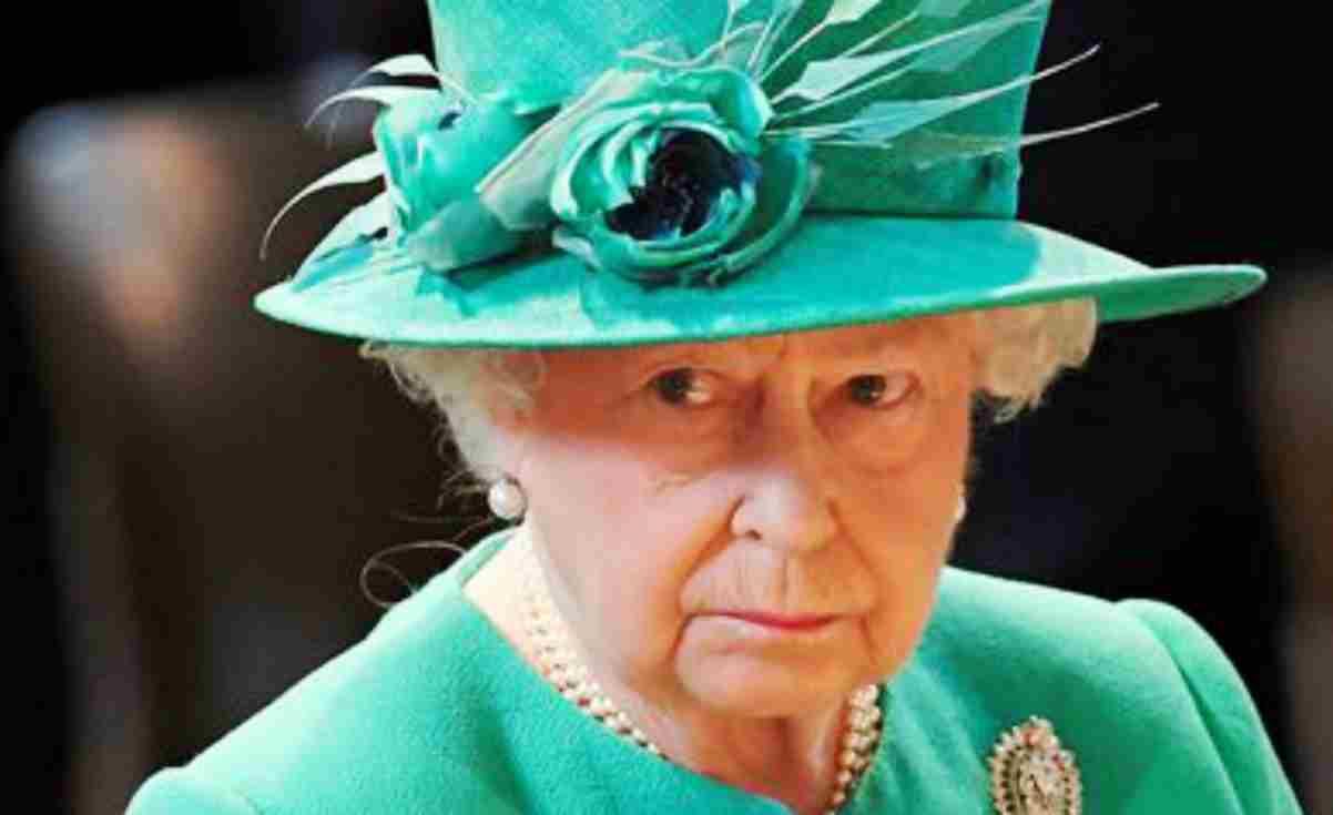 Regina Elisabetta Il Dramma Familiare Rinuncia Al Titolo Reale
