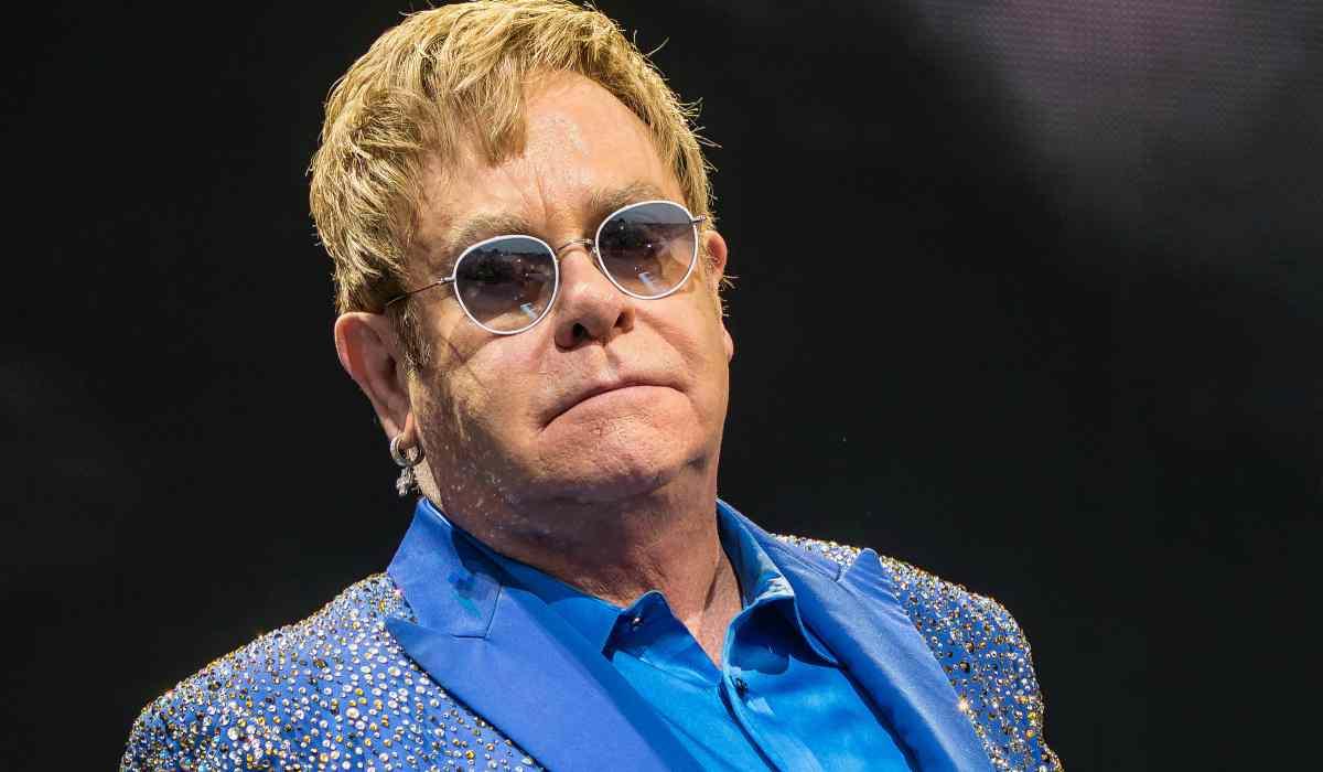 La straziante preghiera di Elton John: