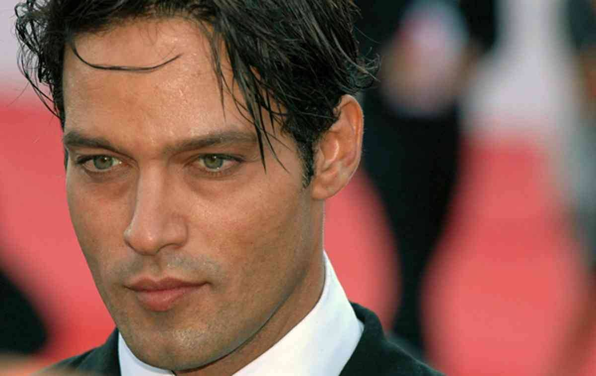 "Gabriel-Garko ""width ="" 1200 ""height ="" 758 ""srcset ="" https://cdn.shortpixel.ai/client/q_glossy,ret_img,w_1200/https://www.lettoquotidiano.it/wp-content/uploads /2019/10/Gabriel-Garko.jpg 1200w, https://cdn.shortpixel.ai/client/q_glossy,ret_img,w_300/https://www.lettoquotidiano.it/wp-content/uploads/2019/10/ Gabriel-Garko-300x190.jpg 300w, https://cdn.shortpixel.ai/client/q_glossy,ret_img,w_768/https://www.lettoquotidiano.it/wp-content/uploads/2019/10/Gabriel-Garko -768x485.jpg 768w, https://cdn.shortpixel.ai/client/q_glossy,ret_img,w_1024/https://www.lettoquotidiano.it/wp-content/uploads/2019/10/Gabriel-Garko-1024x647. jpg 1024w, https://cdn.shortpixel.ai/client/q_glossy,ret_img,w_665/https://www.lettoquotidiano.it/wp-content/uploads/2019/10/Gabriel-Garko-665x420.jpg 665w, https://cdn.shortpixel.ai/client/q_glossy,ret_img,w_640/https://www.lettoquotidiano.it/wp-content/uploads/2019/10/Gabriel-Garko-640x404.jpg 640w, https: / /cdn.shortpixel.ai/client/q_glossy,ret_img,w_681/https://www.lettoquoti diano.it/wp-content/uploads/2019/10/Gabriel-Garko-681x430.jpg 681w ""sizes ="" (max-width: 1200px) 100vw, 1200px ""/></p></noscript> <p>Let's find out more about the beautiful actor <strong>Gabriel Garko</strong>, much loved by Italian women!</p><div class='code-block code-block-1' style='margin: 8px auto; text-align: center; display: block; clear: both;'> <script async src="