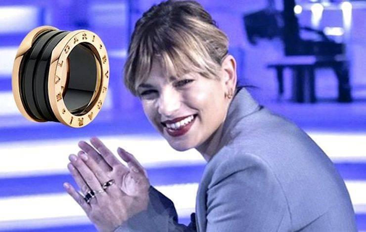 Emma marrone nella bufera per l'anello