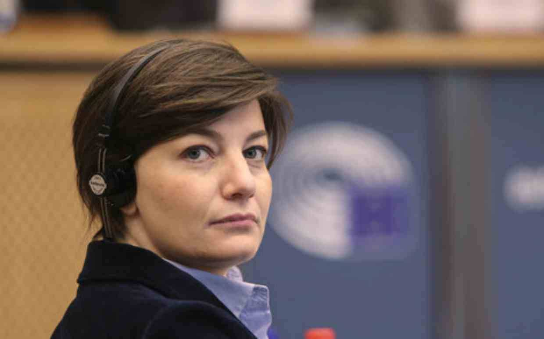 Lara Comi, eurodeputata di Forza Italia agli arresti domiciliari per finanziamento illecito