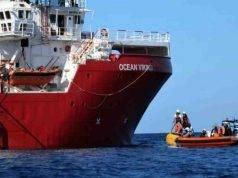 Migranti, Ocean Viking di nuovo a lavoro: 94 persone salvate da un gommone in cerca di un porto sicuro