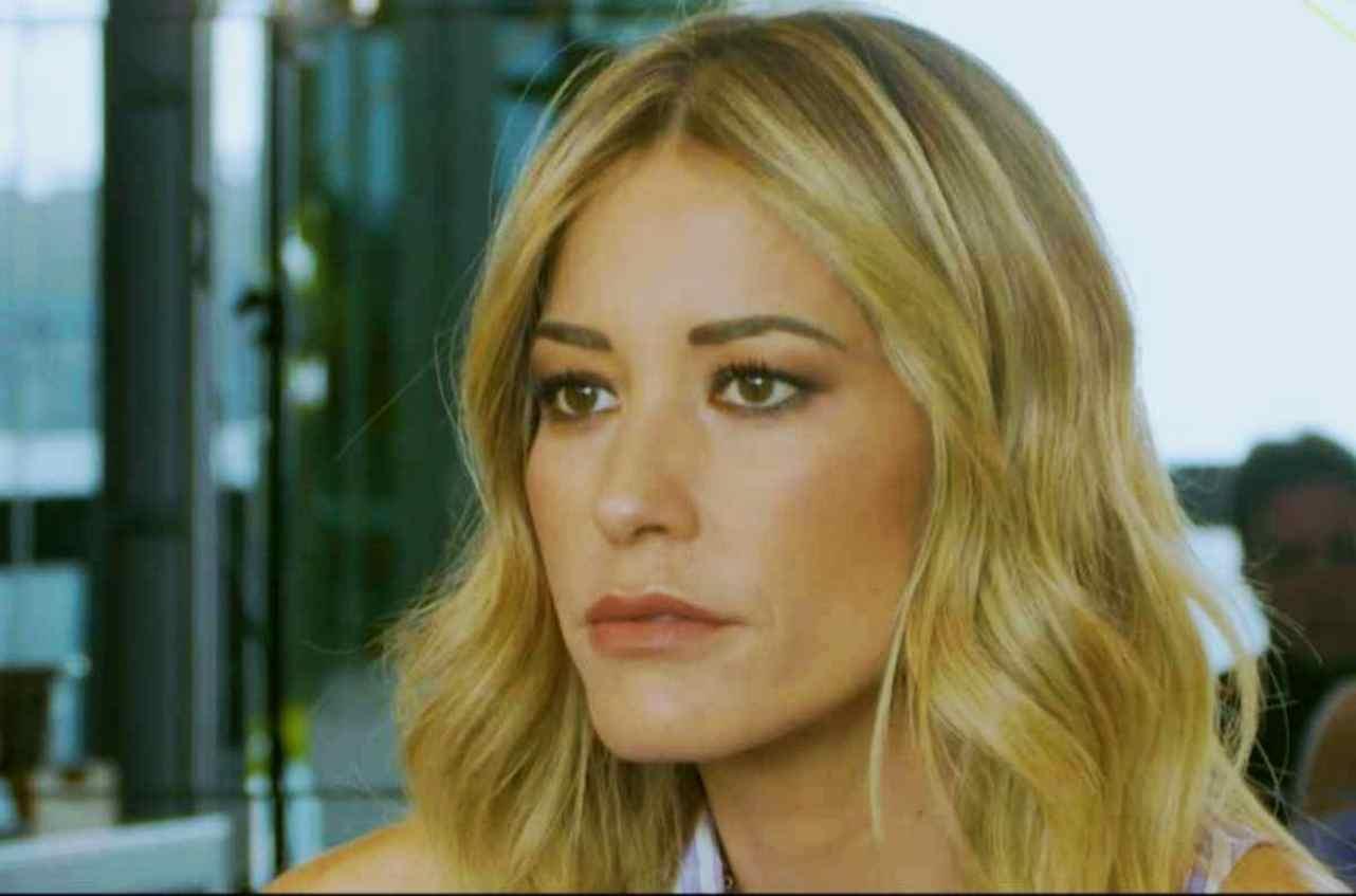 Elena Santarelli, sporgenza anomala sul petto