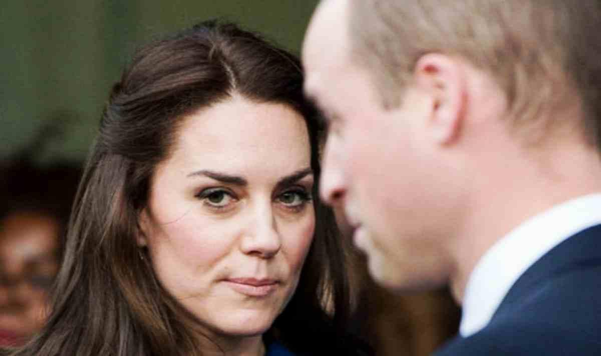 Kate Middleton costretta a fare la cameriera