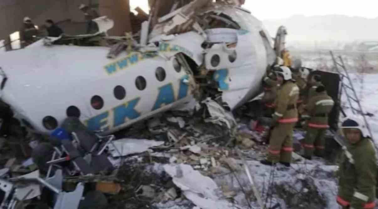 Kazakistan, cade aereo con 100 persone a bordo
