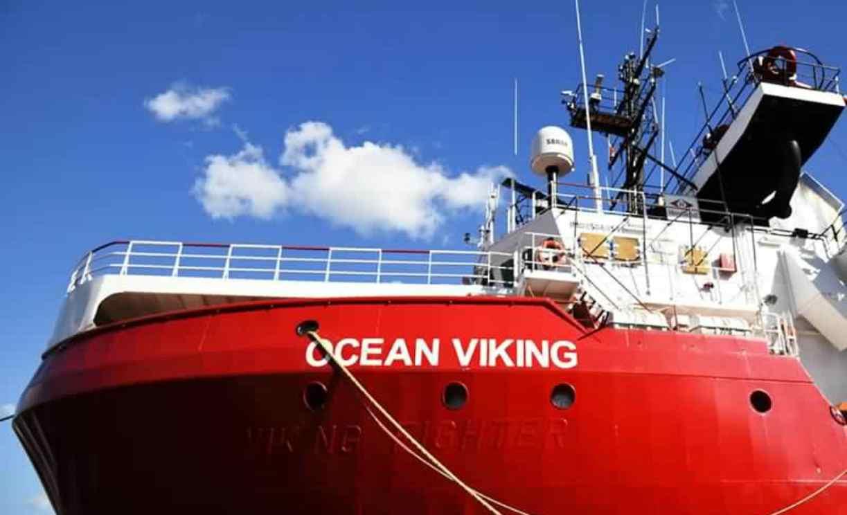 """Ocean Viking, 159 migranti sbarcano a Taranto: """"Pronta la ricollocazione"""""""